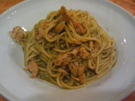 La Fenice : Spaghetti pesto e salmone