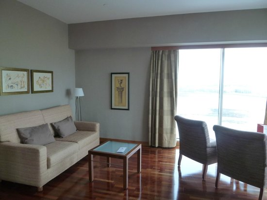 Arrecife Gran Hotel: salon de la suite