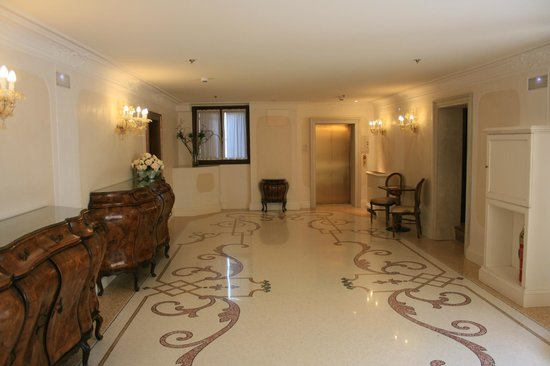 Hotel Ai Reali : Hallway