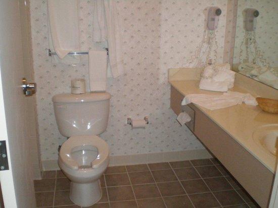 Landmark Inn Fort Bragg: bathroom