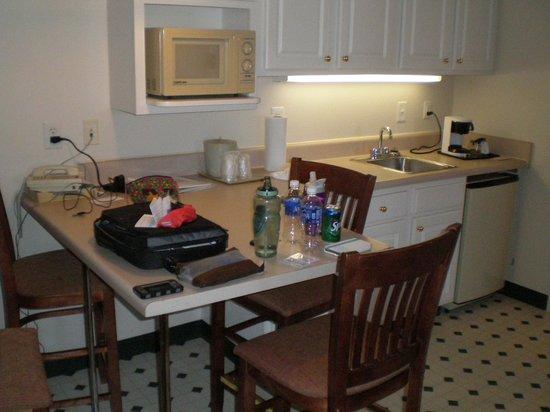 Landmark Inn Fort Bragg: Kitchen area