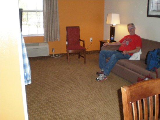 Landmark Inn Fort Bragg: Living area