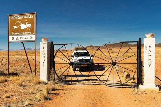 Tsondab Valley Scenic Reserve: Leaving the Valley