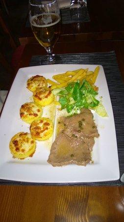 Chalet: Gnocchi alla romana, filetto al pepe verde, patate e insalata