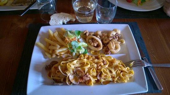 Chalet: Tris con tagliolini allo scoglio, frittura mista, patate e insalata