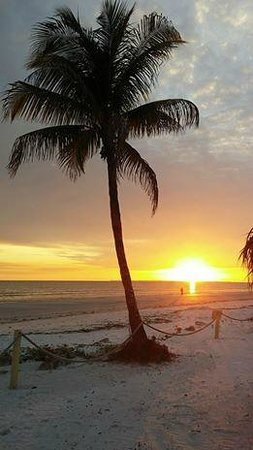 The Surf and Us South Shore Resort : We NEVER get tired of this view... sunset from the Surf and Us