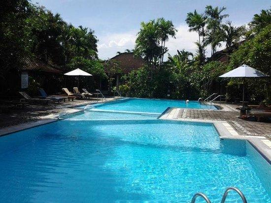 Bumi Ayu Bungalows: großzügiger sauberer Pool