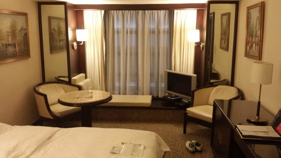 Regal Kowloon Hotel: nice room