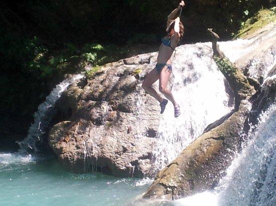 Jamaica Exquisite - Day Tours: Enjoying the Blue Hole Falls