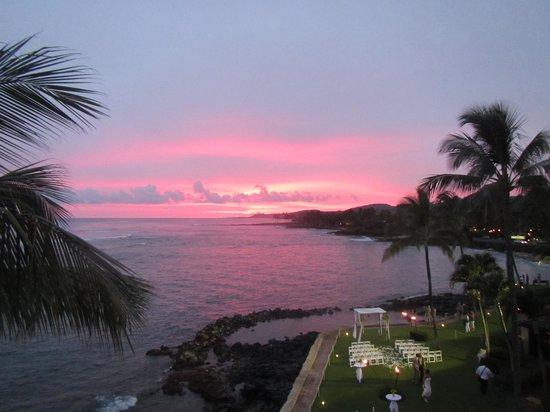Kuhio Shores Condos: We enjoyed beautiful sunsets every night!