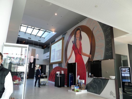 Dutch Design Hotel Artemis: Huge mural of a woman