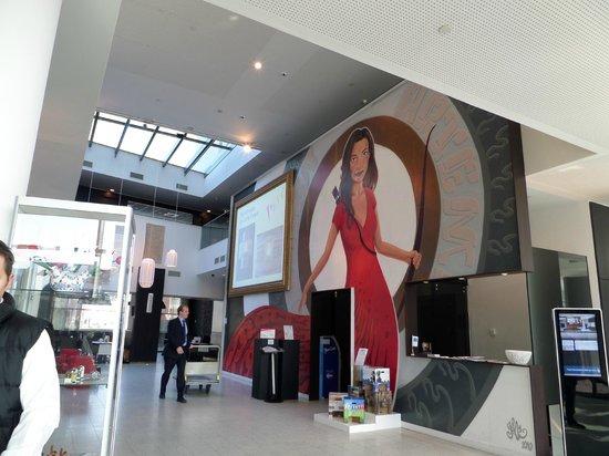 Dutch Design Hotel Artemis : Huge mural of a woman