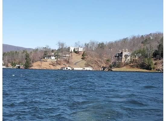 Grafton Lodge: Boat ride on the lake