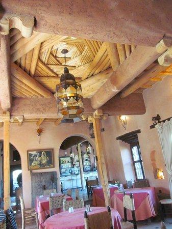 Chez Momo: Plafond de la salle à manger