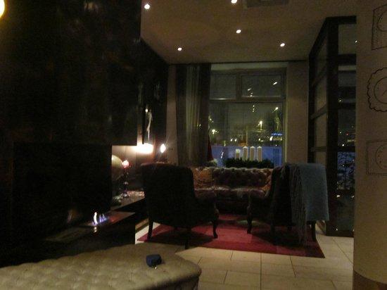 Scandic No. 25: hotel lobby