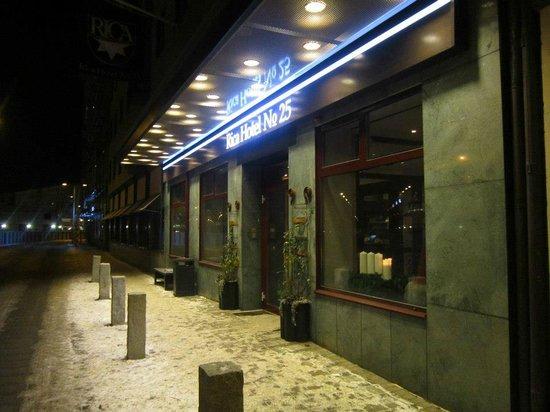 Scandic No. 25: Entrance