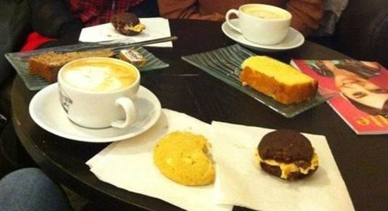 Fairview Coffee: cookie chocolat blanc, whoopies, lemon loaf, banana bread, mocha blanc & mocha caramel