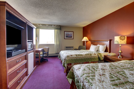 Eagle's Nest Hotel & Conference Center: Double Queen Room
