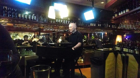 Seasons 52 : Piano bar