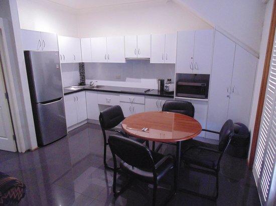 Jesmond Executive Villas: Kitchen area