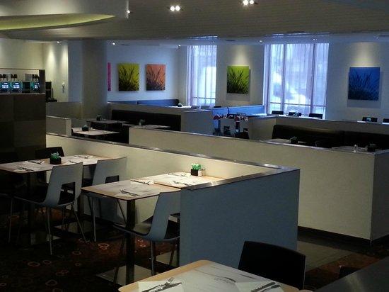 Novotel Brussels City Centre: otel kahvaltı salonu