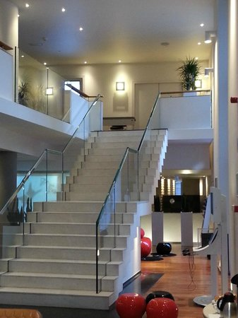 Novotel Brussels Centre : otel lobi