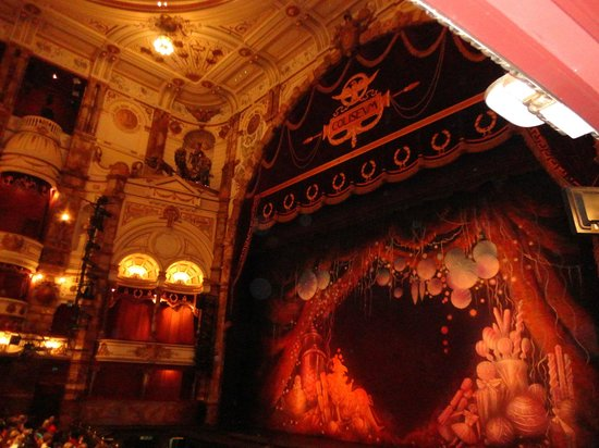 London Coliseum : The Theater curtains
