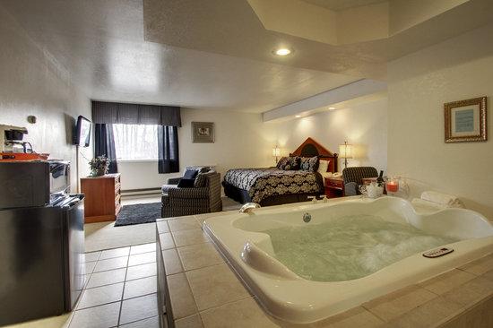 Eagle S Nest Hotel Conference Center Jacuzzi Suite