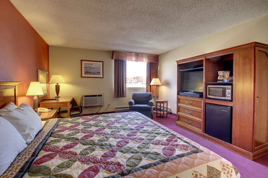 Eagle's Nest Hotel & Conference Center: Deluxe King Room