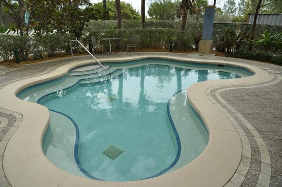 Marriott's Oceana Palms: larger hot tub