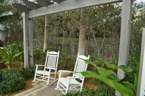 Marriott's Oceana Palms: around pool deck