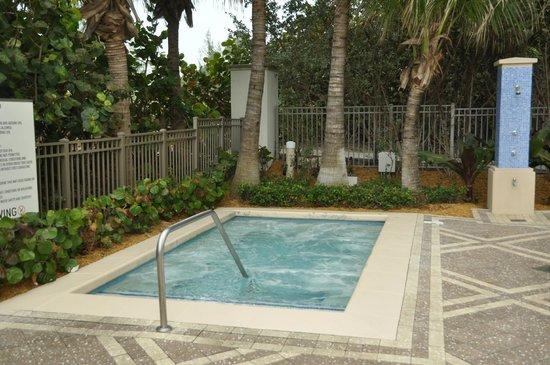 Marriott's Oceana Palms: smaller hot tub