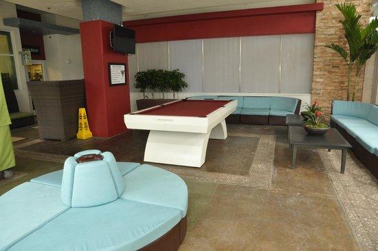 Marriott's Oceana Palms : outdoor pool table