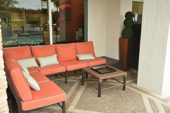 Marriott's Oceana Palms : pool deck seating