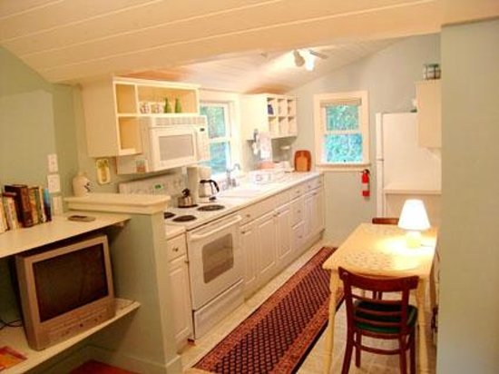 Harbor House Country Cottages : Edgewater Kitchen