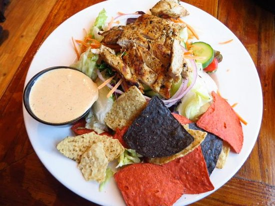Foxfire Grille: Grilled chicken salad