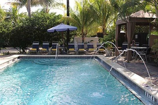 The Cabanas Guesthouse & Spa : Heated Saltwater Pool