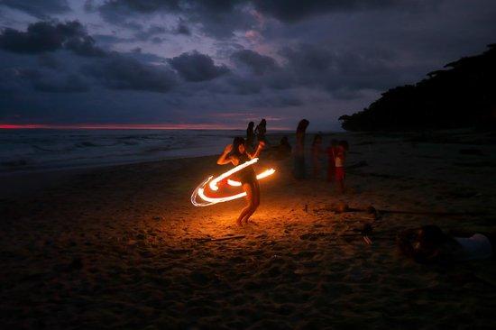 Altamar Beach Apartments: dancing on fire