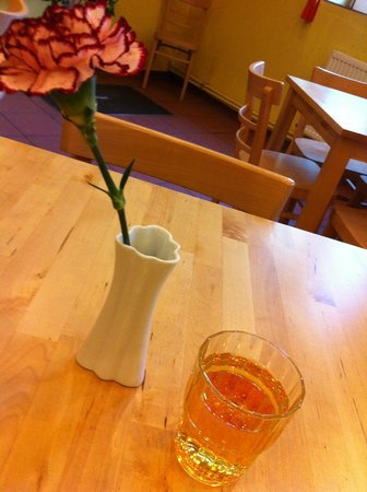 A&O Wien Stadthalle: Apple juice everyday served in the Breakfast