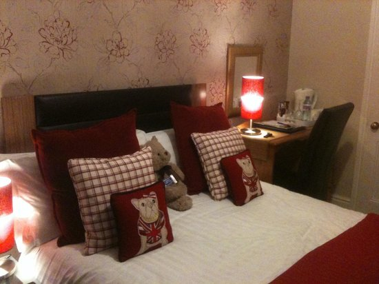 Montfort Cottage Guest House: Nicely decorated room