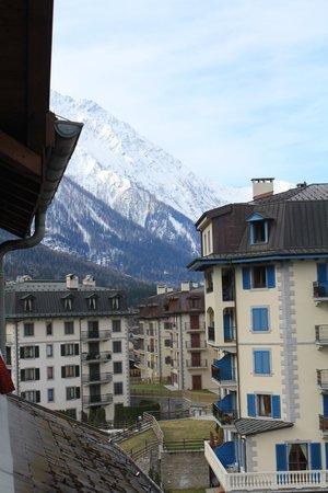 Hotel la Vallee Blanche: View SW