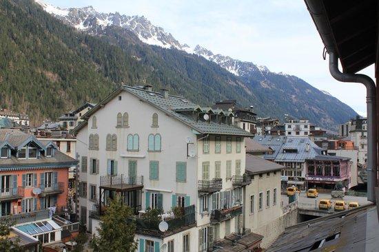 Hotel la Vallee Blanche: View NNE