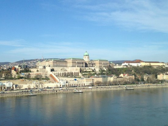 Budapest Marriott Hotel: View of the Royal Palace from room
