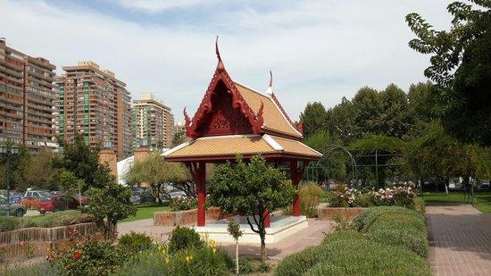 Parque Araucano: Monumento donado por la embajada de tailandia