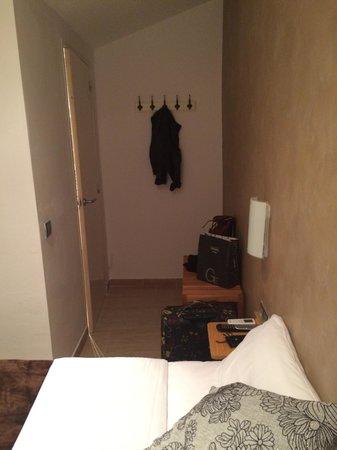 Hostal Colkida: Espacio para maletas y prendas de abrigo