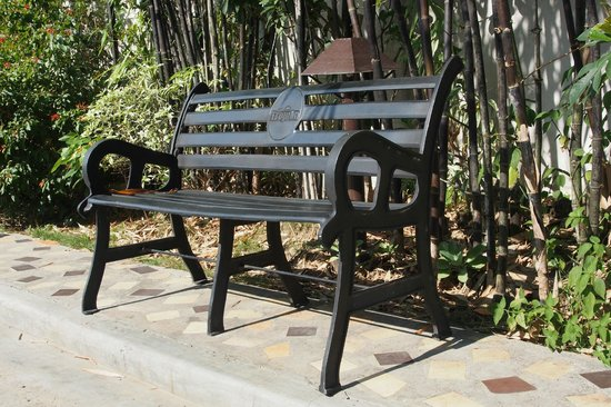 Hotel Tropika Davao: Bench next to the smoking area