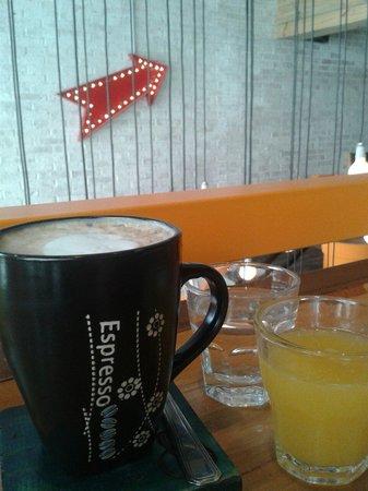 Aniceto Coffee Bar & Grill: Café en la barra