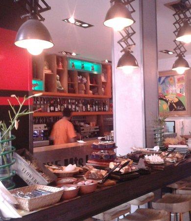Aniceto Coffee Bar & Grill: Desayuno buffet en local de Balcarce 96 - Salta