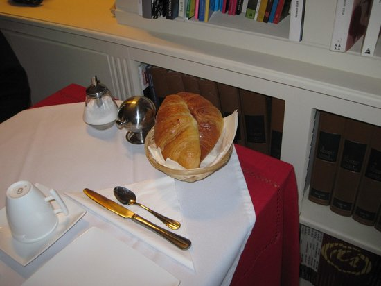 Le Manoir de Juganville : Wonderful croissants