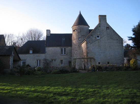 Le Manoir de Juganville : A view of the Manoir